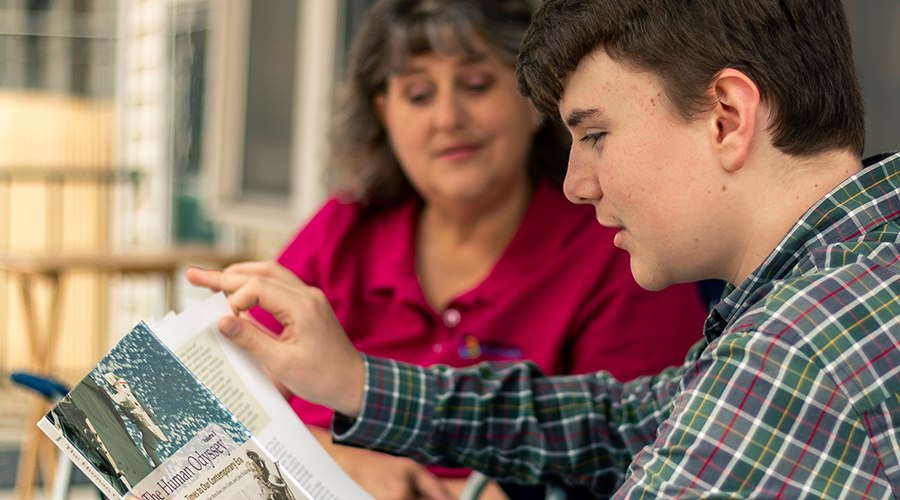 PA Virtual student reads alongside his parent